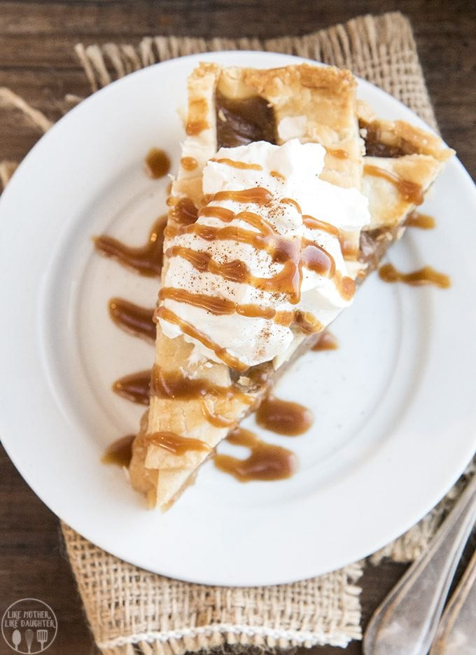 Caramel Apple Pie - This caramel apple pie is such a fun twist on traditional apple pie! The apples are covered in a cinnamon caramel goodness to make this the best apple pie ever.