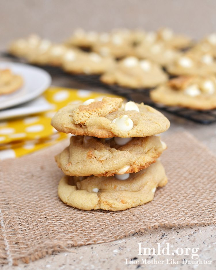 Banana Cream Pie Cookies - These amazing cookies have the same great taste of banana cream pie in a chewy and delicious cookie!