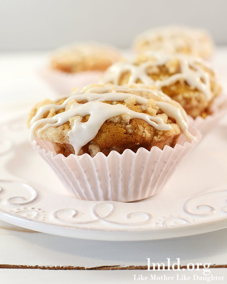 Pumpkin Muffins with Cinnamon Streusel Crumb Topping - These pumpkin muffins are the perfect fall treat. They're flavorful, moist and topped with a perfect crumb topping and simple frosting. So good!