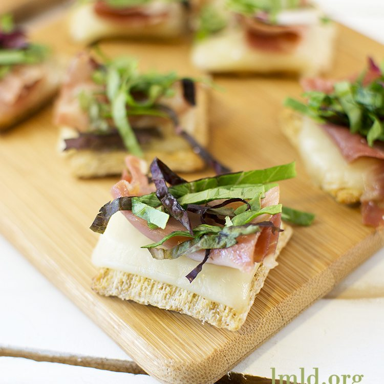 Proscuitto and Mixed Greens Triscuit Cracker1square