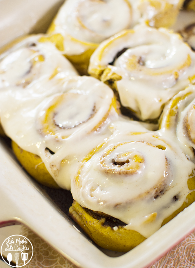 Pumpkin Cinnamon Rolls - This twist on traditional cinnamon rolls, has ...