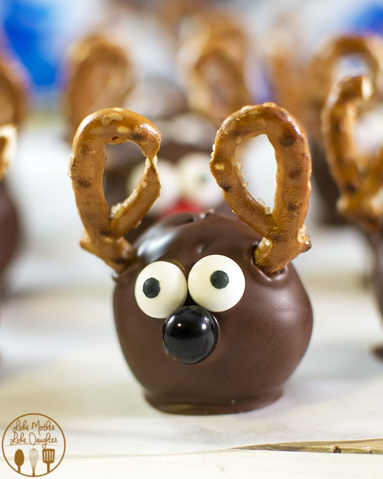 Reindeer Oreo Cookie Balls are such a cute and fun Christmas treat - they are oreo truffles made to look like reindeer!