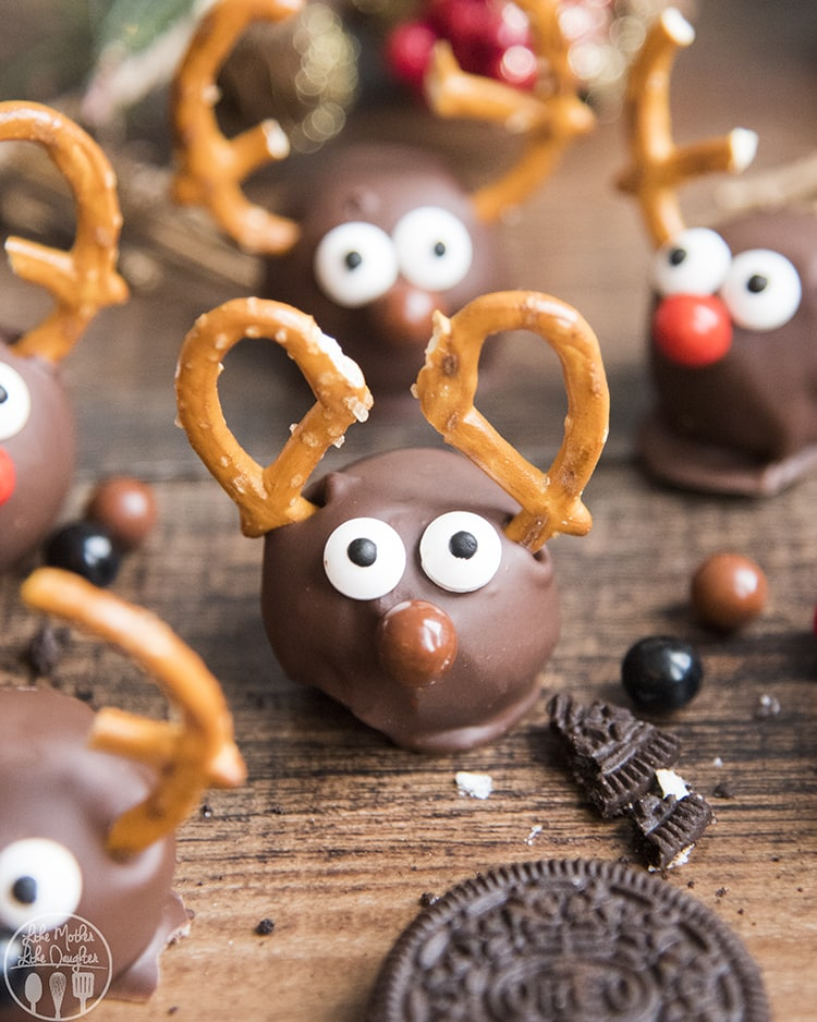 Reindeer Oreo balls are only 6 ingredients and so easy and delicious!