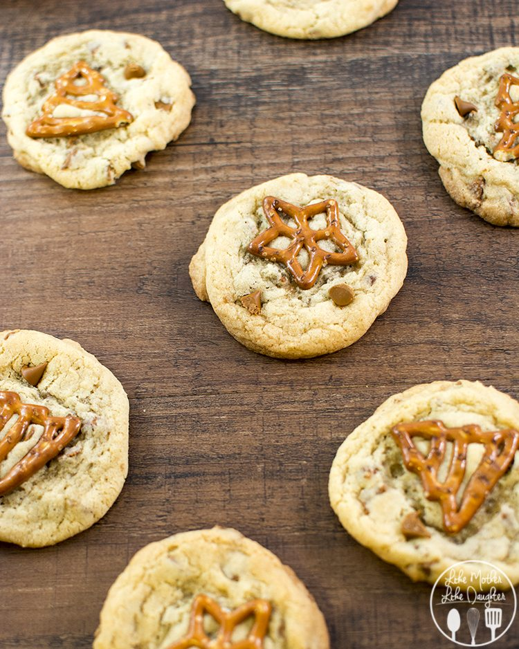 cinnamon chip pretzel cookies 1