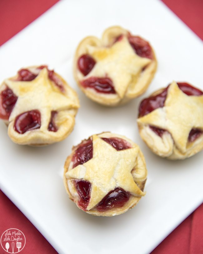 Mini Cherry Pies - These delicious cherry pies are adorable and so ...