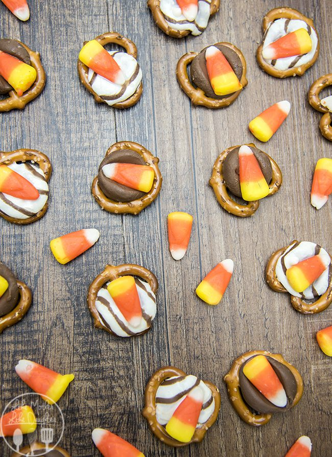 Candy Corn Pretzel Treats - These 3 ingredient treats are the perfect way to eat candy corn this season!