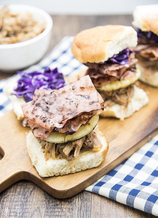 Hawaiian Pulled Pork Sliders - These Hawaiian pulled pork sliders are ...
