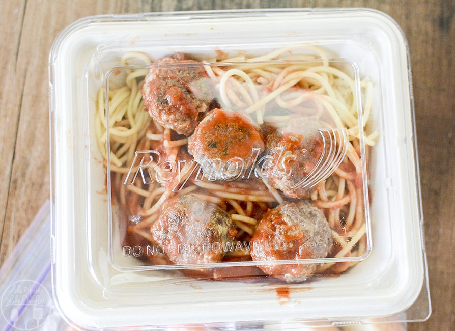 Italian Meatballs - These delicious Italian meatballs are packed full of flavor and easy to make. Perfect served on top of a bed of spaghetti and marinara! And delicious as leftovers too!