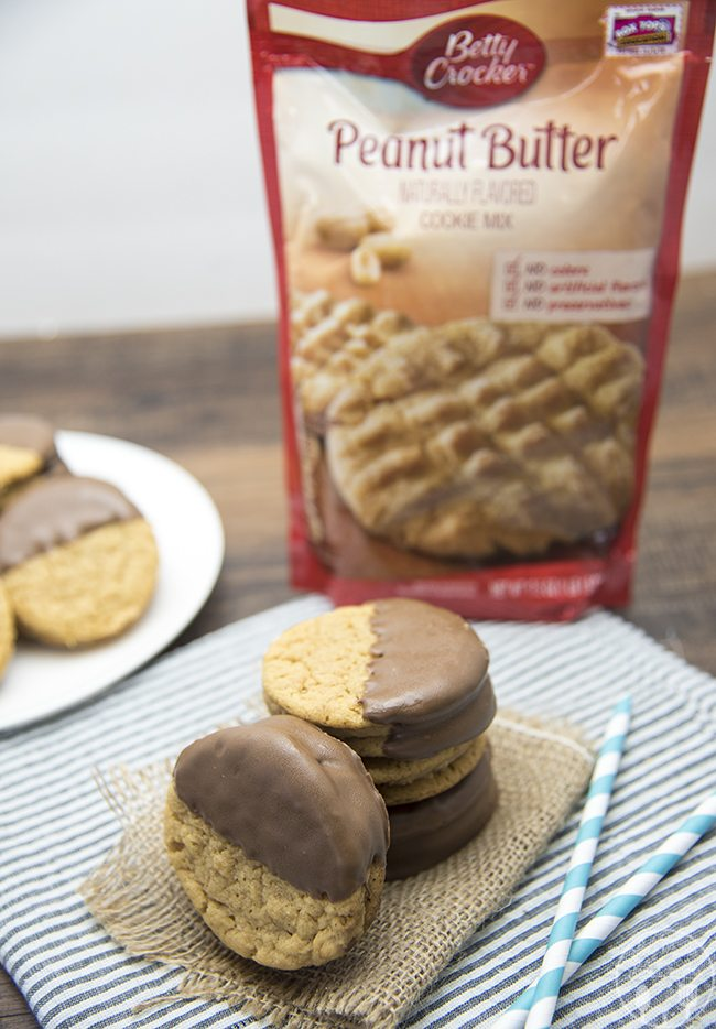 Chocolate Dipped Peanut Butter Sandwich Cookies - These delicious ...