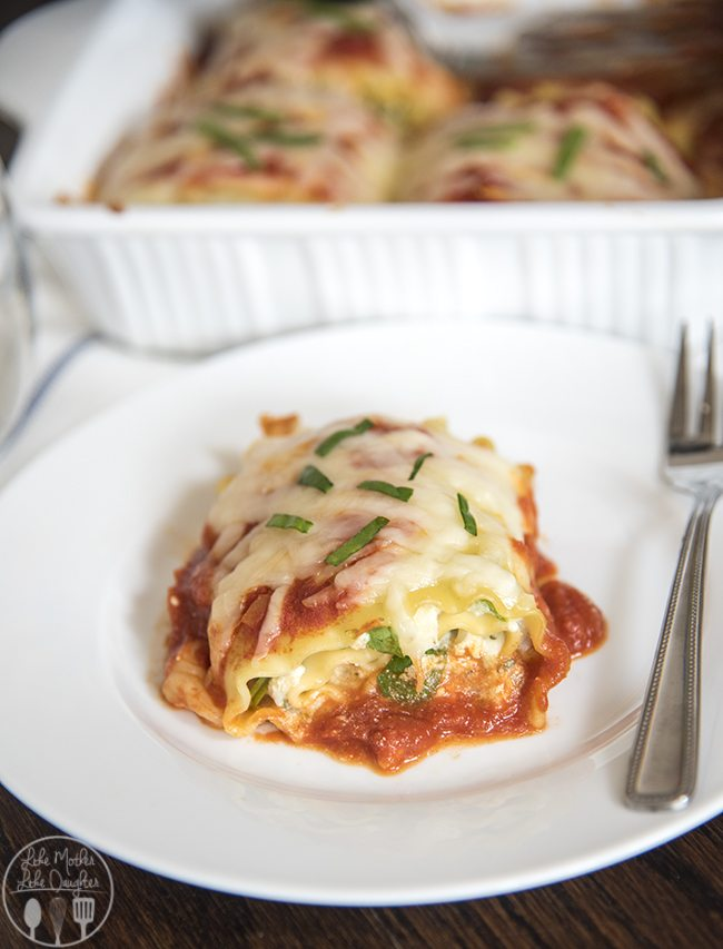 Spinach Lasagna Roll Ups - These lasagna roll ups are stuffed full of a parmesan ricotta cheese and spinach mixture, and topped with marinara sauce and mozzarella cheese for a delicious 30 minute dinner!