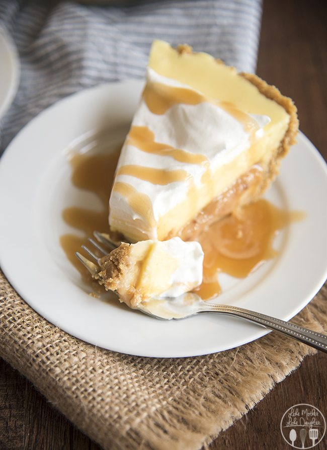 Caramel Banana cream pie is such a delicious dessert and perfect for Thanksgiving!