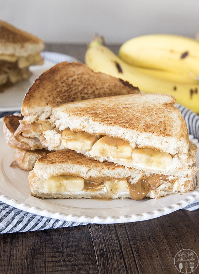 Bananas Foster Melt - This is a delicious dessert grilled cheese sandwich with sliced up bananas, cream cheese, biscoff spread and caramel syrup!