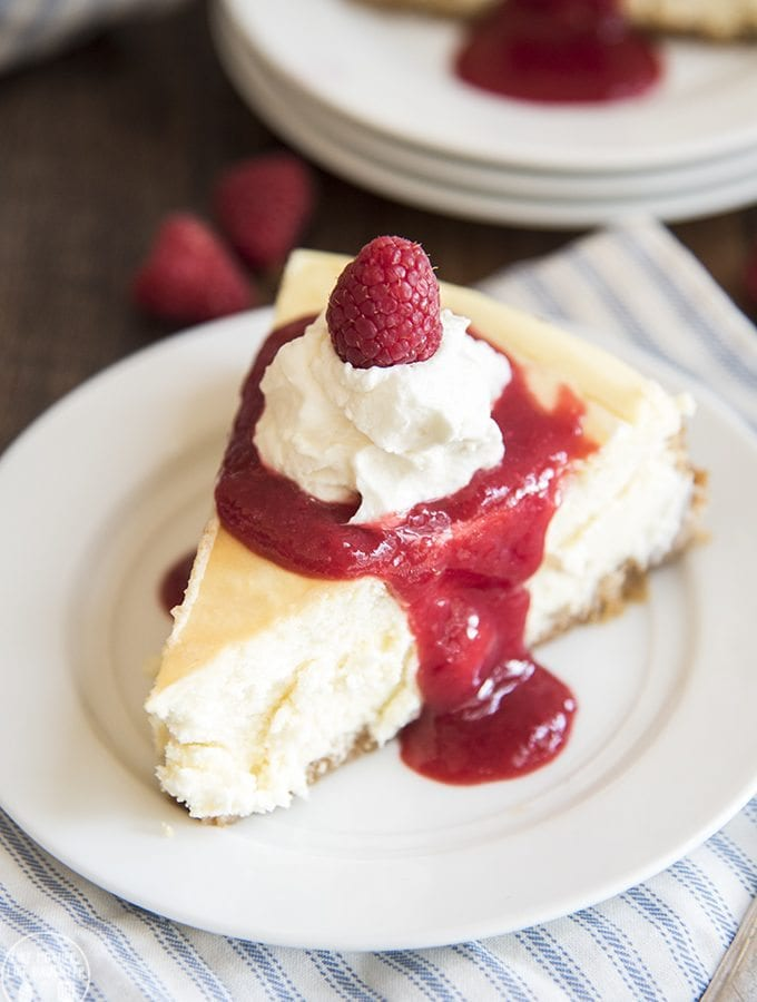 pretzel crusted cheesecake with raspberry sauce 10