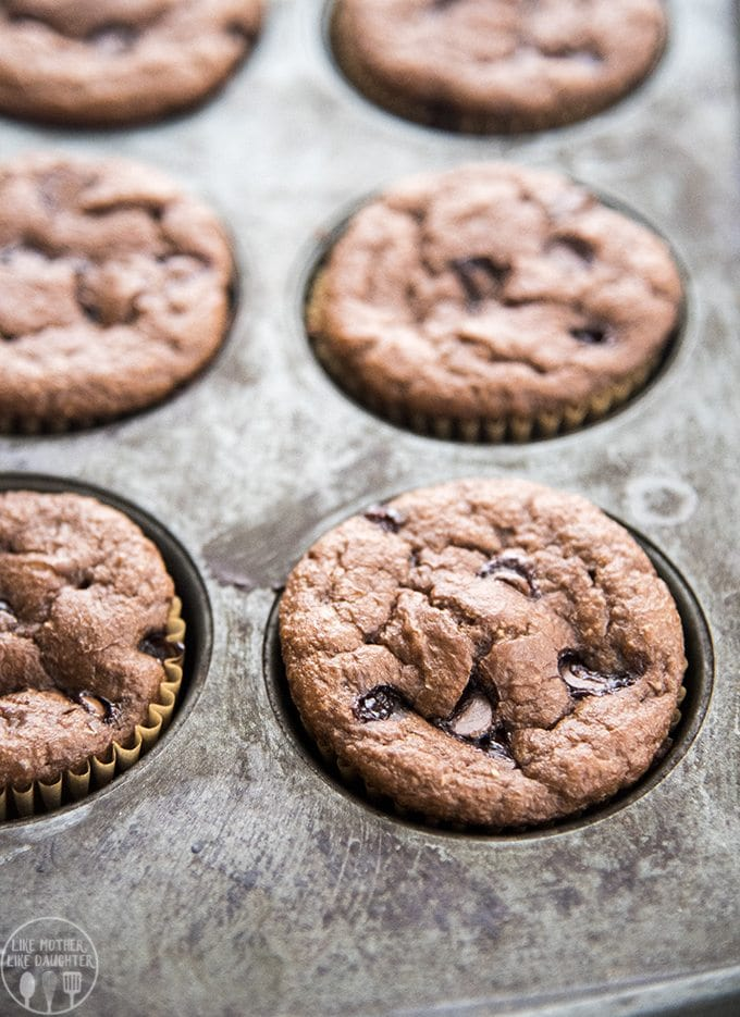 These healthier for you chocolate banana blender muffins are only a few ingredients, with no refined sugar, no white flour and no oil and are perfect for a delicious snack or breakfast!